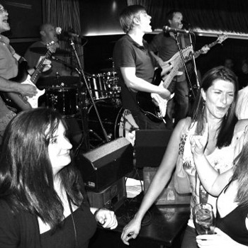 Grooverobbers Performing live At Northern Ireland Clubs & Pubs